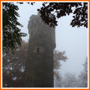 Aussichtsturm Lonsheim im Nebel