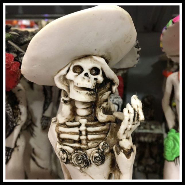 Skelett mit Hut zum Tag der Toten